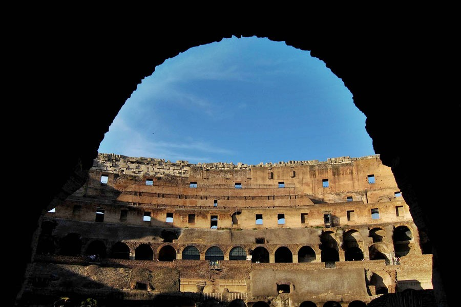 Entrance-into-the-Colosseum